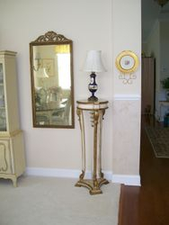 PAIR DESIGNER DECORATOR ANTIQUE, PROVINCIAL PILLARS, ANTIQUE HAND PAINTED VICTORIAN SCENE LAMPS WITH WONDERFULLY COMPLIMENTING SHADES, BAVARIAN GOLD PAINTED DECORATOR PLATE AND HANGER, GREAT LOOKING SET OF DECORATOR MIRRORS