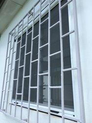 Moustiquaire enroulable verticale sur naco vue de l'exterieur
