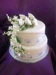 Trailing Roses Wedding Cake
