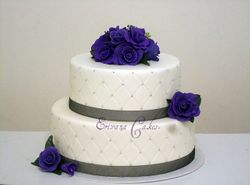 Purple and white wedding cake 2 (w041)