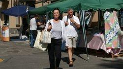 Loes en Frits markt Borgotaro
