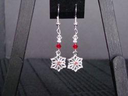 Red Snowflakes (Item #3063)  $5.00