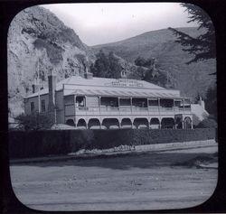Mortons Marine Hotel in Sumner