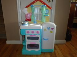 Peppa Pig Deluxe Feature Roleplay Little Kitchen - $40