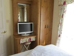 Double bedroom. Other side.