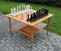 Sachmatu stalas su mediniais sachmatais. Kaina 157