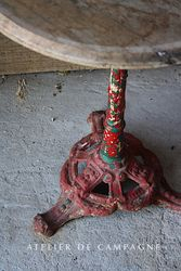 #29/249 FRENCH BISTRO TABLE RED DETAIL