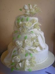 Ivory Wedding Cake with calla lilies and roses (W014)