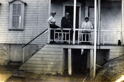 The Seaborne family visiting the light keepers at Discovery Island in 1916