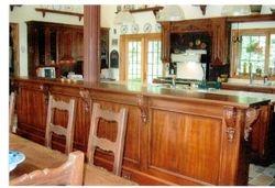 Armoire de cuisine en bois teint