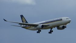 Singapore Airlines Airbus A330-300 9V-STJ