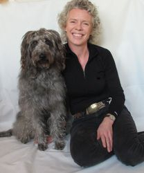Stolt og glad terapihund-ekvipasje
