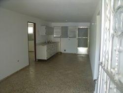 Residencia de 3 habitaciones y un bao, sala, comedor, cocina, balc�n y marquesina sencilla.