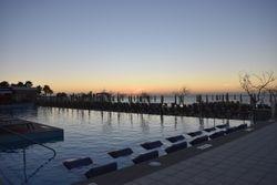 Espace piscine levé de soleil