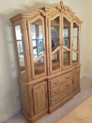 China hutch Gorgous perfect conditon