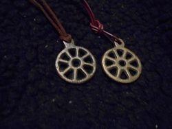 Hjulamuletthänge / Wheel amulet pendant