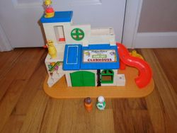 1976 Vintage Fisher Price Sesame Street Clubhouse #937 Little People P - $25