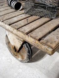 #16/066 Industrial Cart/Coffee Table detail