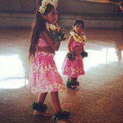 Keikis dancing at Perot Museum hula show.