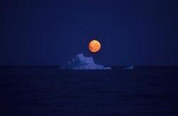 56.Lune VS Iceberg