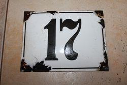 Antikvarinis emaliuotas skardinis namo numeris. Kaina 21 Eur.