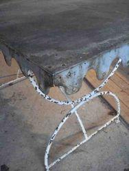 #14/147 Metal Garden Table aith Zonc Top detail