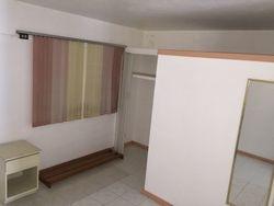 Incluye enseres, estufa, nevera, calentador solar, aire a/c en la habitación y el agua.