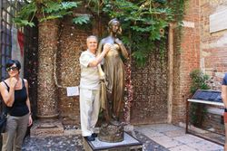 Randy with Juliette's statue in Verona