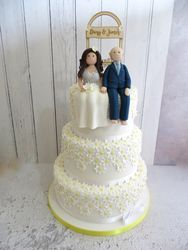 Daisy Bride and Groom Wedding Cake