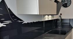 Crédence de cuisine avec une décoration de voilier