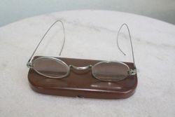 Antikvariniai akiniai su originaliu deklu. Kaina 48