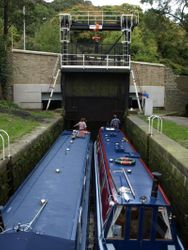 Doubling at the Salterhebble guillotine lock