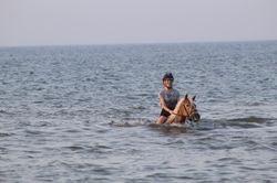 Amber & Chantal in de zee