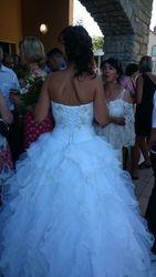 La mariée dans sa robe blanche