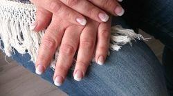 Acrylnagel met witte french en cover nagelbed