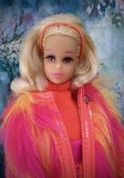 No-Bangs Blonde Francie!