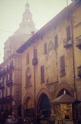 435 Street scene Pavia