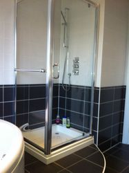 900mm x 800mm stone resin shower tray, chrome/glass pivot door/side panel.