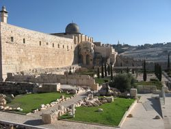 En las afueras del templo, Jerusalem