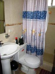 Bano dormitorio 1 con agua caliente