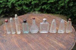 Antikvariniai buteliukai su uzrasais. 9 vnt. Kaina po 3,5