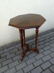 Antikvarinis staliukas. Kaina 52