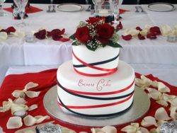 Black and White Wedding Cake with Red Roses (W024)