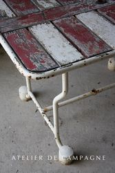#24/190 French Table Red and White detail