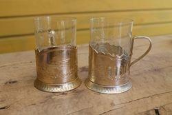 Du podstakanikai su stiklinemis. Kaina po 6 Eur.