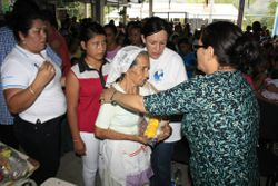 Hna Sarari ministers to the women and children