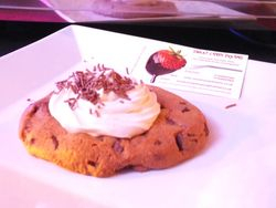 Chocolate chip cookies served with Creams.