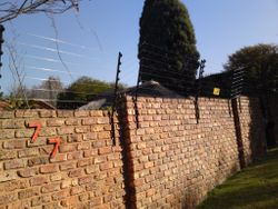 Wall Top Electric Fence with aluminum wire