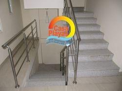 Escalera al segundo piso y terraza