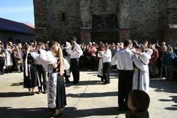 Tanzen am Kircheplatz